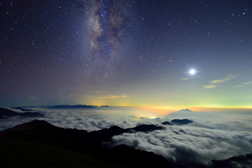 Moon and Galaxy, Mountain Hehuan - Vincent Ting