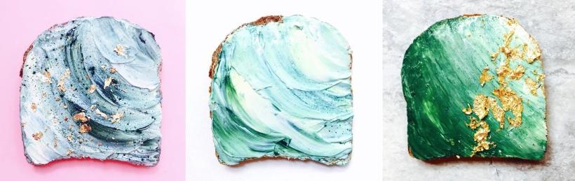 Trois mermaid toasts aux couleurs sirène et nuances bleu fabriqués par la designer culinaire Adeline Waugh sur Instagram.