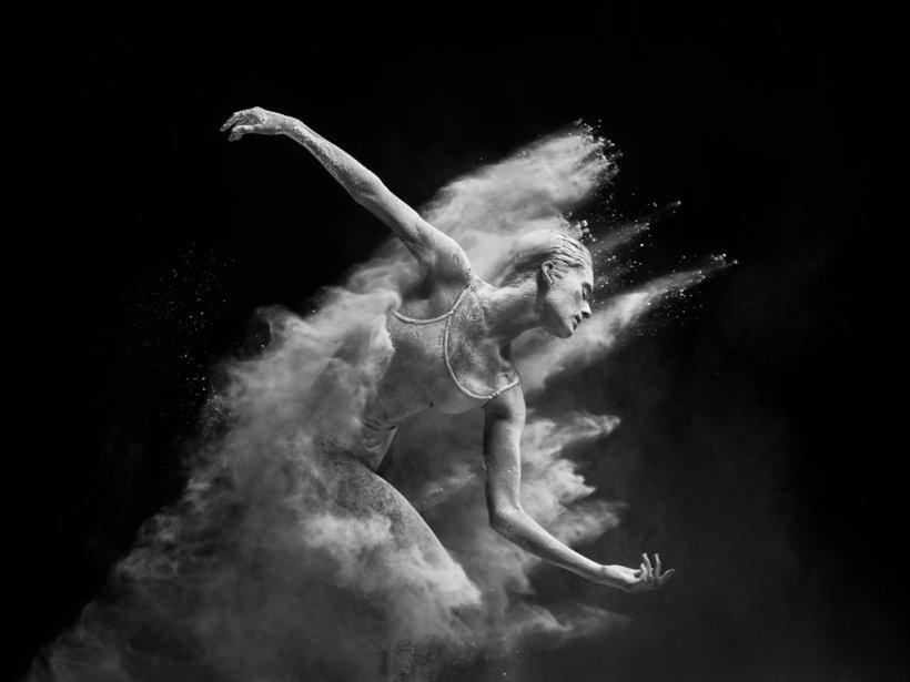 """Alexander Yakovlev immortalise les mouvements de danseurs dans sa série """"Mirage"""""""