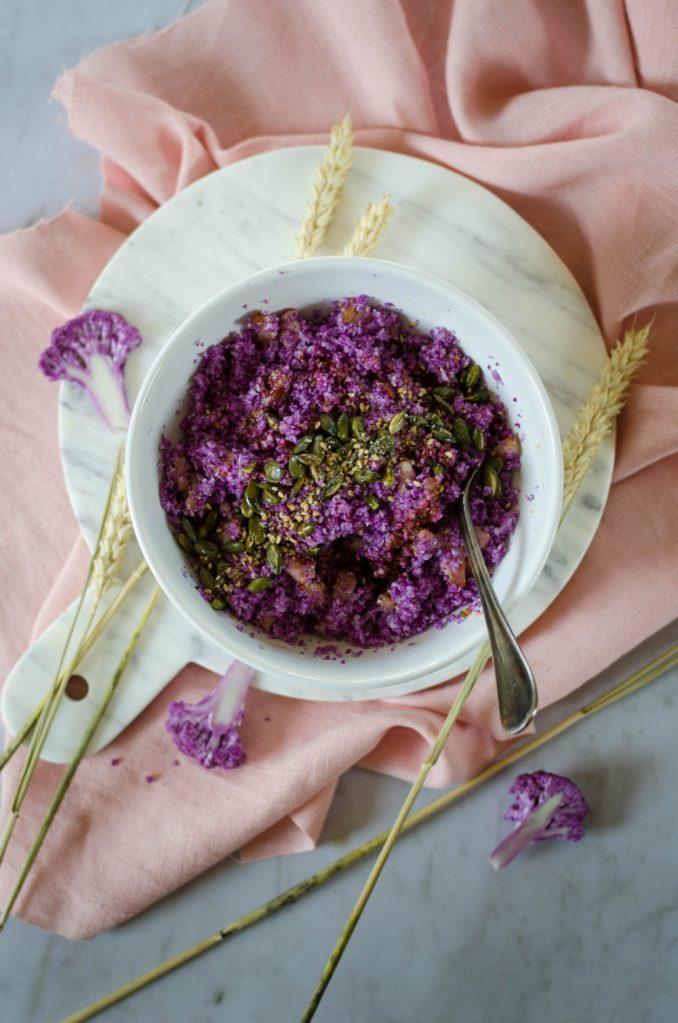 Taboulé avec de la semoule de chou-fleur violet